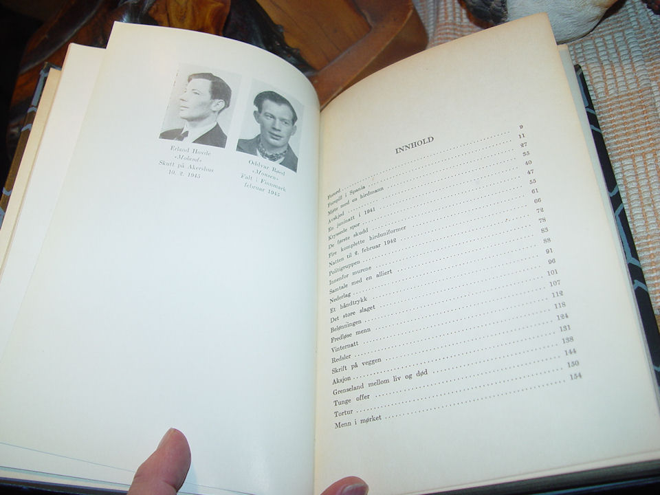 Asbjørn Sunde: Menn                                                 i mørket, 1947 1ST                                                 Edition (Men in the                                                 Darkness; autobiography)                                                 (Norwegian)