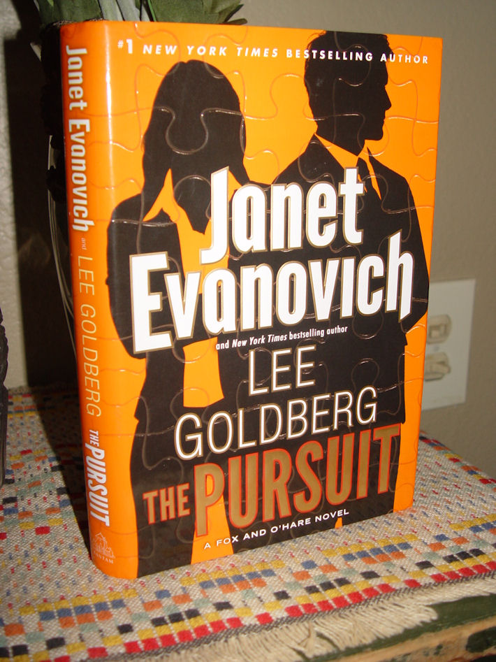 The Pursuit: A Fox and                                         O'Hare Novel HC – by Janet                                         Evanovich 2016